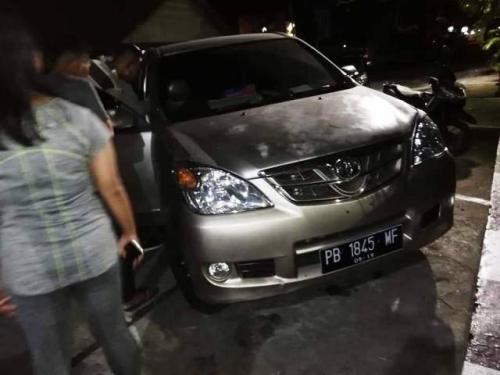 Anggota DPRD Papua Barat Goliat Dowansiba meninggal di dalam mobil. (Foto: Chanry Andrew S/Okezone)