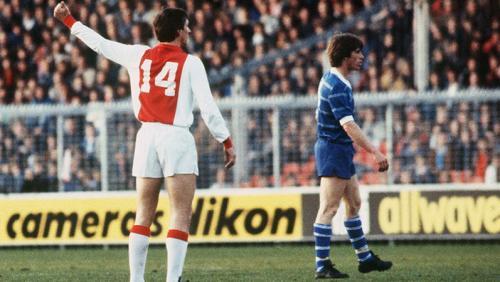 Johan Cruyff terkenal dengan nomor 14