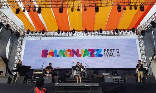 Band Tiga Sisi buka Balkonjazz Festival 2019. (Foto: Okezone/Hana Futari)
