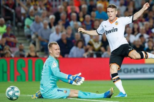 Suasana laga Valencia vs Barcelona