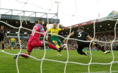 Teemu Pukki jadi sosok penting kemenangan Norwich atas Man City