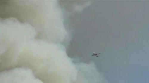 Asap akibat kebakaran sampah di Makassar membumbung di udara (Foto: Okezone/Herman)