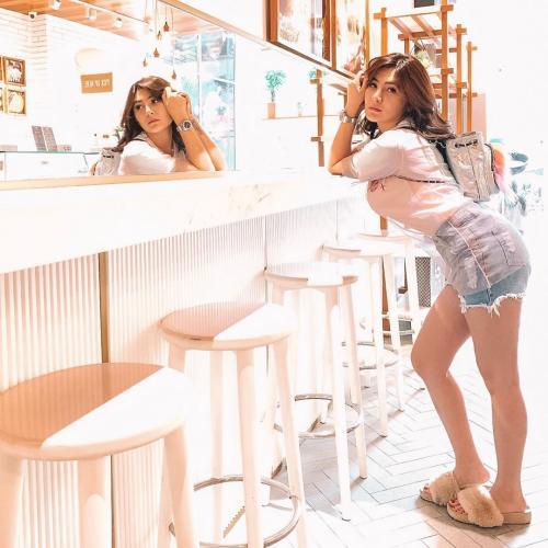 Angela Lee bokong
