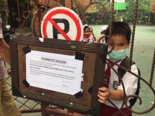 Ilustasi anak menggunakan masker akibat kabut asap