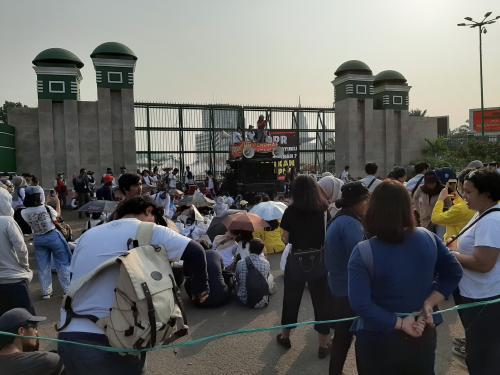 Demo mahasiswa di depan Gedung DPR