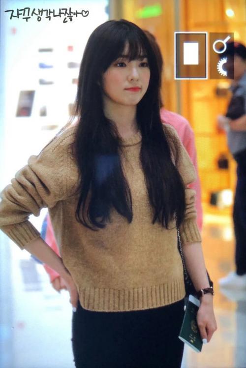 show utamanya adalah pada Oktober, ketika ia menjadi panelis di acara KBS Trick & True dengan teman satu bandnya, Wendy.