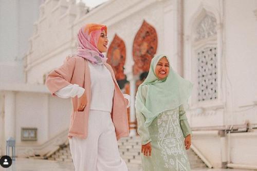 Awkarin di masjid