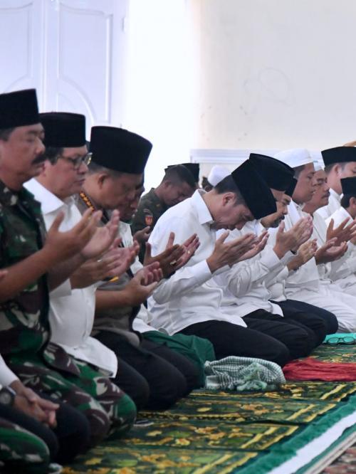 Jokowi Salat Istisqa