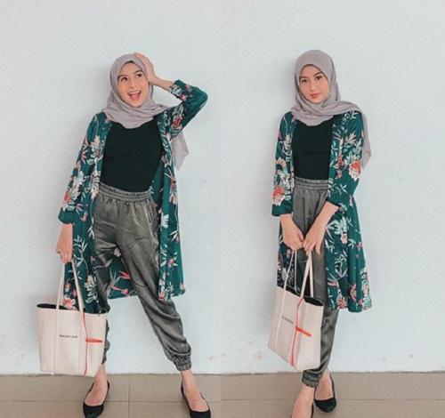 Awkarin pakai outer floral