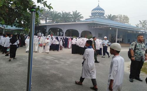 Salat Istisqa dilakukan di berbagai masjid untuk minta hujan