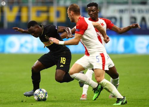 Kwadwo Asamoah vs Slavia Praha (Foto: Twitter/@Inter_en)