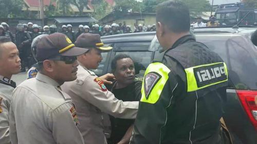 Demo di Sorong Papua Dibubarkan Polisi (foto: iNews/Chanry Andrew S)