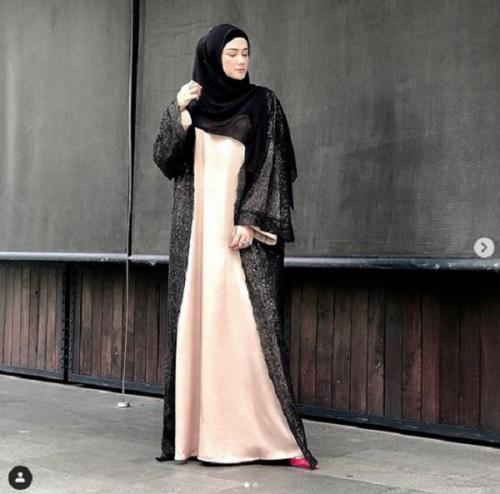 Mulan pakai abaya