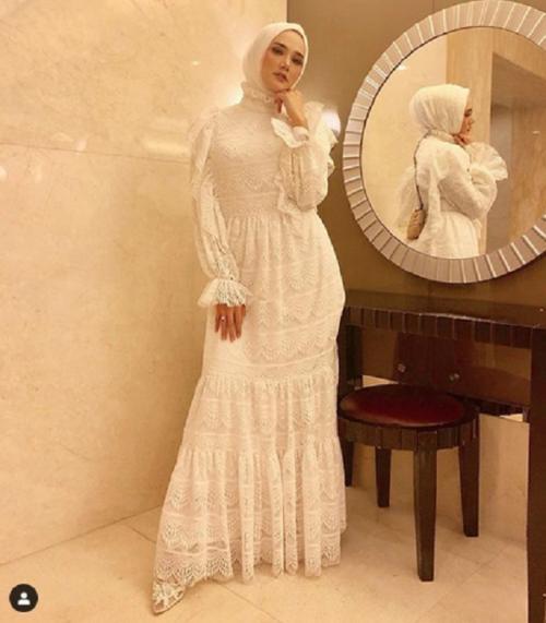 Gaun putih indah