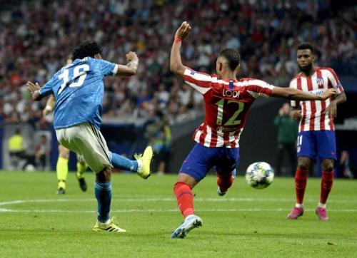 Tembakan melengkung Juan Cuadrado membuka skor (Foto: Juventus)