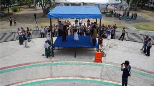 Hukuman cambuk di Taman Bustanus Salatin, Banda Aceh. (Foto: Hidayatullah/BBC News Indonesia)