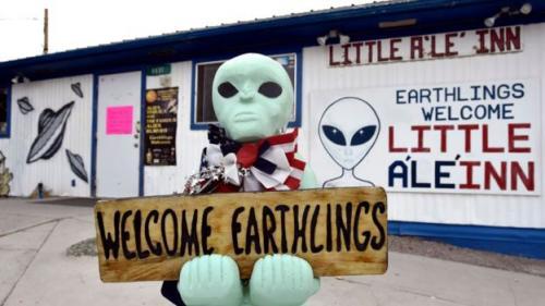 Beberapa pengusaha lokal di kota kecil Rachel telah menyambut baik keterkaitan Area 51 dengan mitos alien. (Getty Images/BBC)