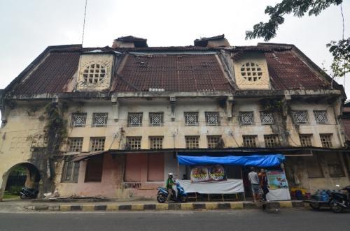 Kota tua Padang, Gedung Nederlansche Handels-Maatschappij. (Foto: Rus Akbar/Okezone)
