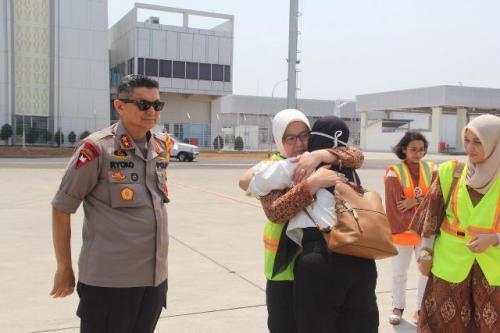 Mantan Kasatreskrim Wonogiri, Kompol Aditya Mulya Ramdhani, saat hendak dibawa pulang dari perawatan di Singapura. (Foto : Taufik Budi)