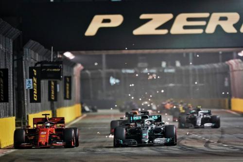 Sebastian Vettel berhasil menahan laju Lewis Hamilton selama beberapa saat (Foto: Twitter/F1)