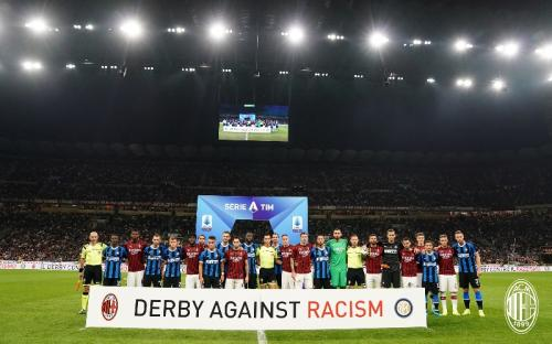 Suasana laga AC Milan vs Inter Milan