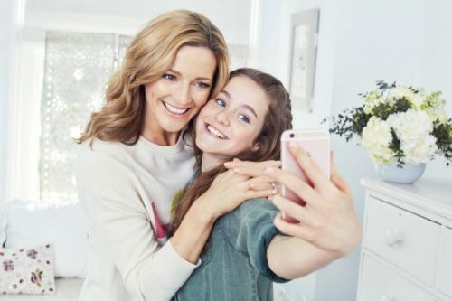 anak dan ibu selfie