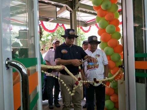 Gubernur Anies Baswedan resmikan Jackgrosir di Pulau Tidung (Foto: Okezone.com/Fakhri)