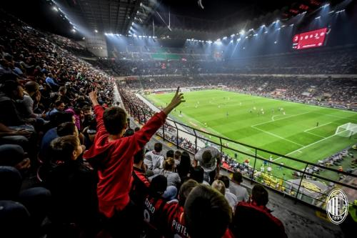 Milanisti sudah setia mendukung meski tengah dalam masa sulit (Foto: AC Milan)