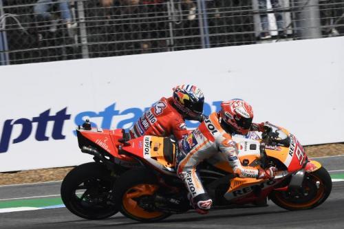 Andrea Dovizioso vs Marc Marquez (Foto: MotoGP)