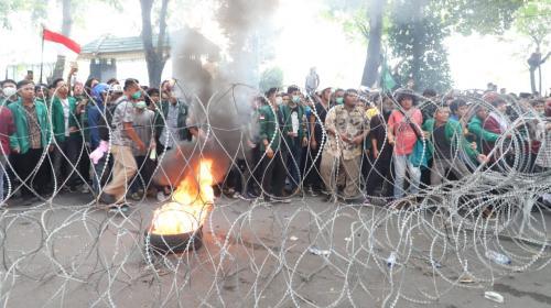 Demo mahasiswa di Medan. (Foto: Wahyudi Aulia Siregar/Okezone)