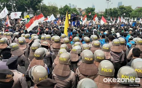 Demo di depan Gedung DPR (Foto: Okezone.com/Heru)
