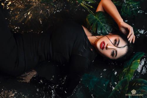 Dewi tiduran