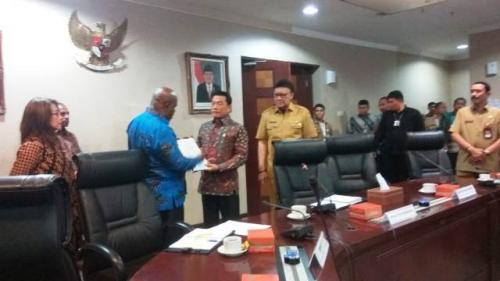 KSP Moeldoko dan Mendagri Tjahjo Kumolo bertemu DPRD Papua-Papua Barat. (Foto: Fakhrizal Fakhri/Okezone)