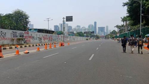 Jalan Gatot Subroto ditutup imbas demo mahasiswa, Jakarta, Selasa (24/9/2019). (Foto : Okezone.com/Muhamad Rizky)