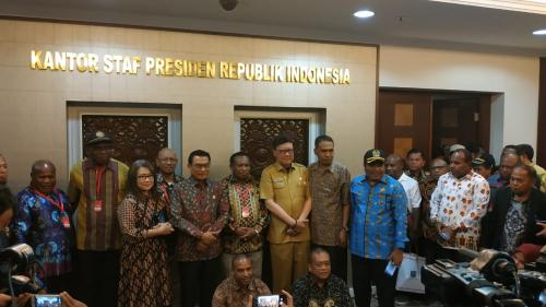 Kepala Staf Presiden Moeldoko dan Mendagri Tjahjo Kumolo bertemu anggota DPRD Papua-Papua Barat. (Foto: Fakhrizal Fakhri/Okezone)