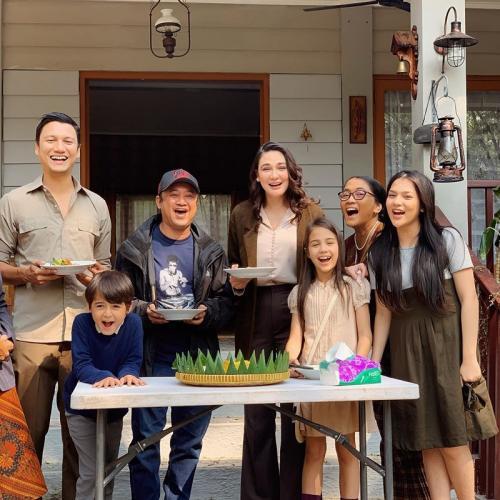 Luna Maya dan para bintang Rumah Kentang: The Beginning. (Foto: Instagram/@lunamaya)