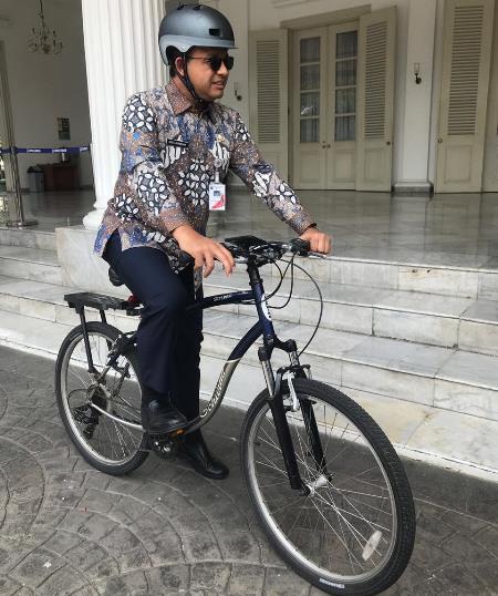 Anies naik sepeda ke DPR hadiri rapat pemindahan ibu kota. (Foto : Okezone.com/Fadel Prayoga)