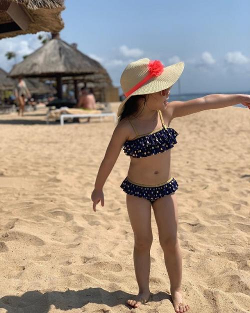 Gisella Anastasia mengaku, Gempi sempat malu-malu memakai bikini tersebut. (Foto: Instagram/@gisel_la)