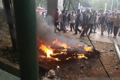 Motor reporter Okezone dibakar.