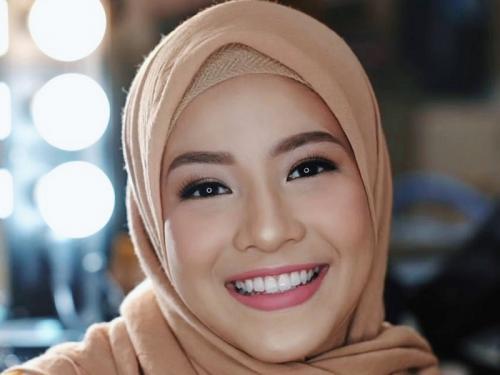 Natasha Rizky hijab