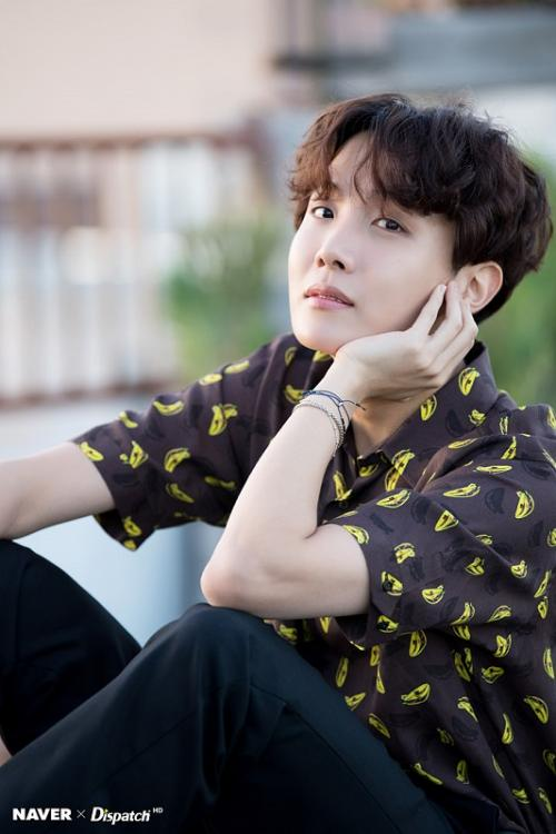 Tak hanya Billboard Hot 100, lagu Chicken Noodle Soup milik J-Hope juga mendominasi World Digital Song Sales. (Foto: Naver/Dispatch)