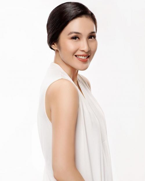 Sandra Dewi putih