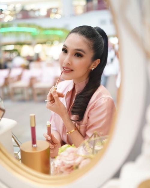 Sandra Dewi kinclong
