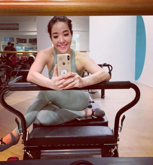 Tak heran kalau tubuh Gisel amat seksi, ternyata janda cantik ini suka pilates