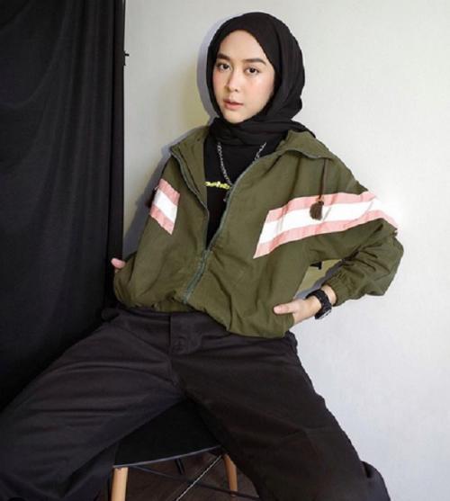 5 Gaya Hijab Hijau Army Yang Bikin Kamu Makin Keren Okezone Muslim