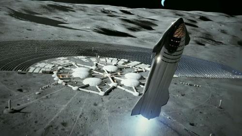 Elon Musk, pendiri SpaceX menjelaskan rencananya dengan pesawat luar angkasa Starship.