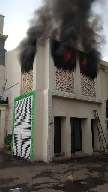 Salah satu properti Opick di kawasan Cakung terbakar. (Foto: Damkar Jaktim)