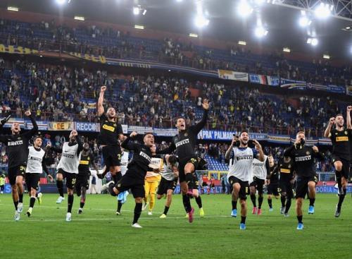 Pemain Inter Milan selebrasi