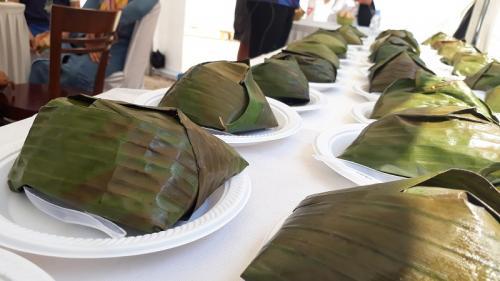 Makanan dibungkus daun