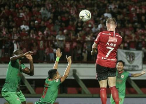 Melvin Platje membuka keunggulan tuan rumah (Foto: Instagram/Bali United)